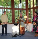 Fotograf: Margita Herz Rao Fu übergibt ein Geschenk an den Chinesischen Pavillon